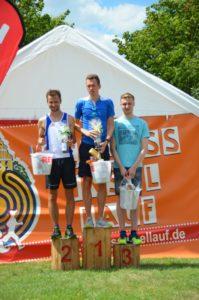 Foto Siegerehrung 5km Männer des 2. Schlossinsellaufs 2019 in Lübben auf der Schlossinsel