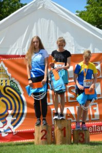 Foto Siegerehrung U18 Frauen des 2. Schlossinsellaufs 2019 in Lübben auf der Schlossinsel